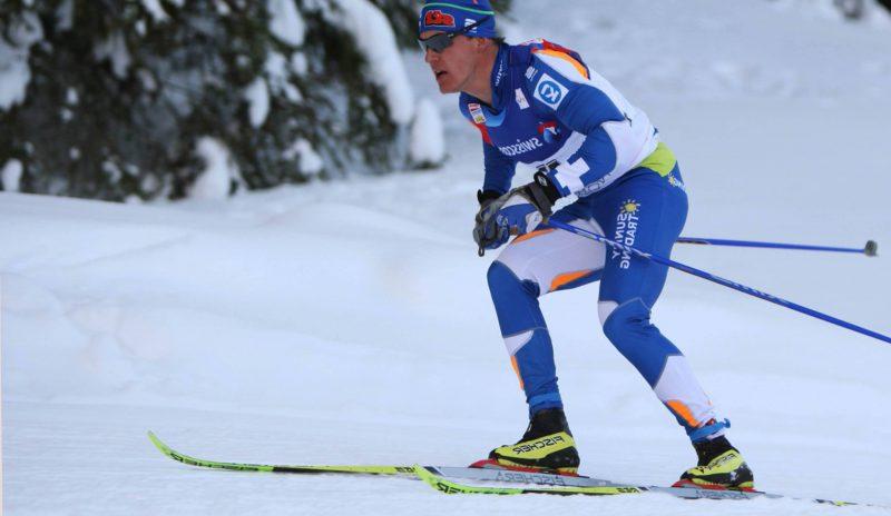Sami Jauhojärvi hiihtää