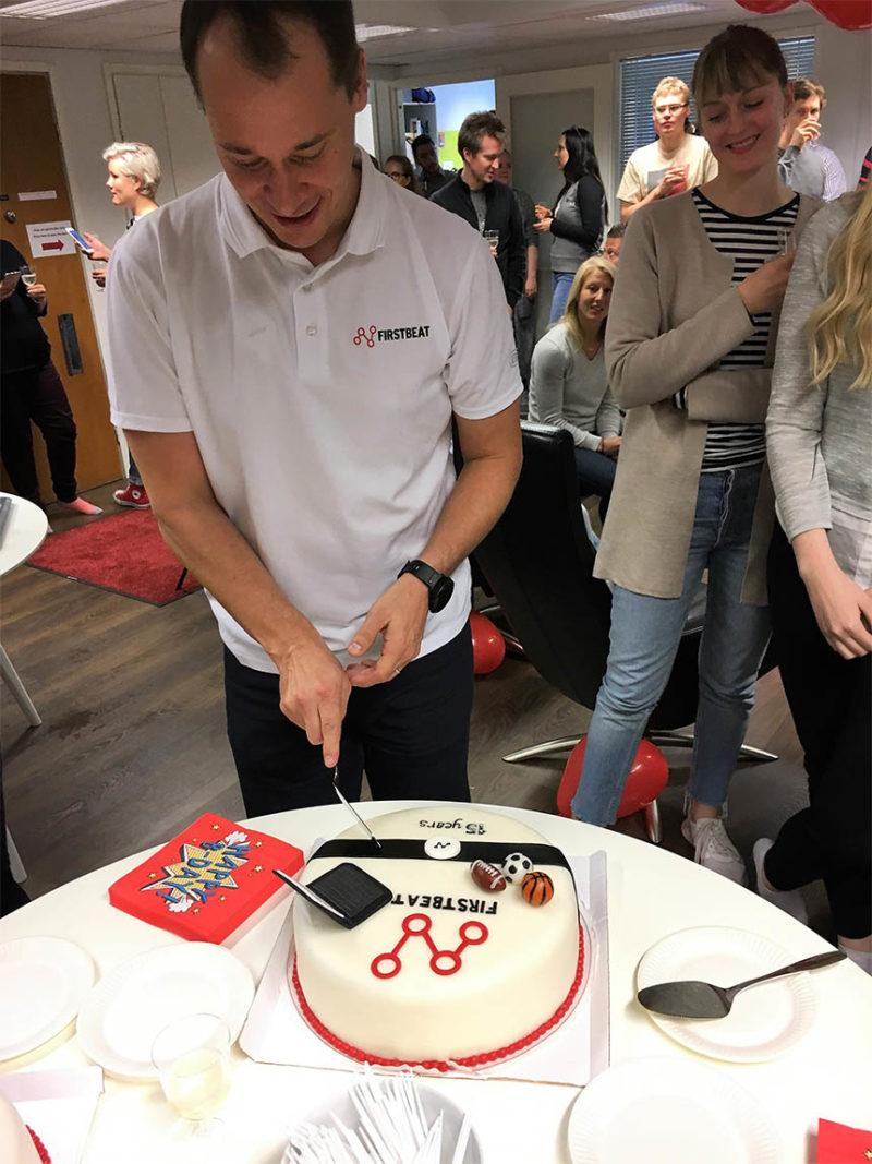 Joni Kettunen slicing cake - Firstbeat 15 years