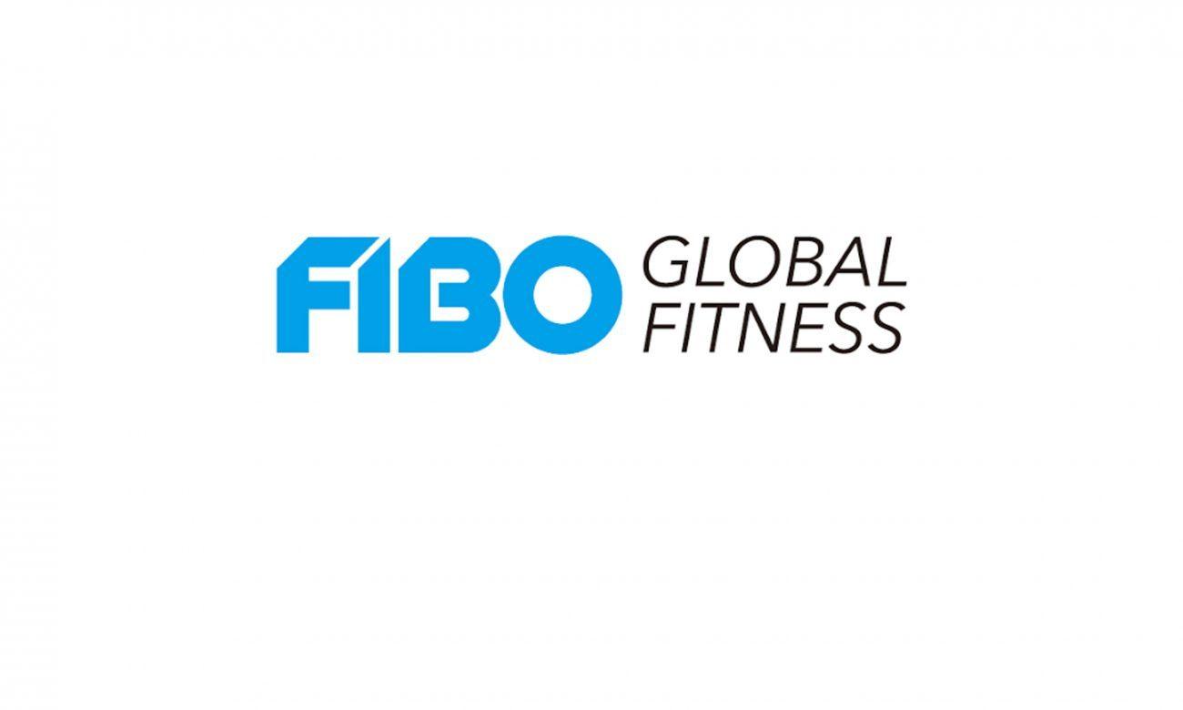Auf der FIBO Messe die geile Athletin gefickt